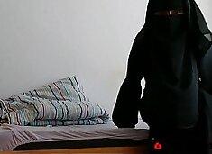 Arab Niqab Solo- Free Amateur Porn Video b4 - 69HDCAMS.US