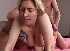 REIFE SWINGER - German amateur mature swingers banging in hardcore threesome