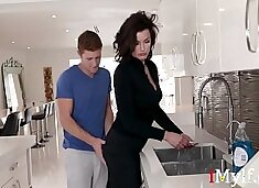 Son Wants To Fuck Stuck Mom First- Becky Bandini